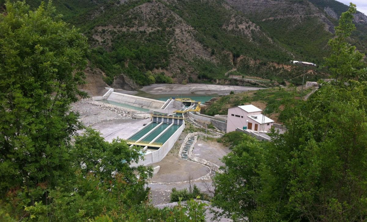 Completion of the Langarica HPP. Just below the dam the Fir of Hotova National Park begins. The river is diverted through pipelines: for the most part in the national park, the Langarica falls dry. © Cornelia Wieser